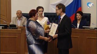 В Правительстве Новгородской области поздравили лучших работников почты