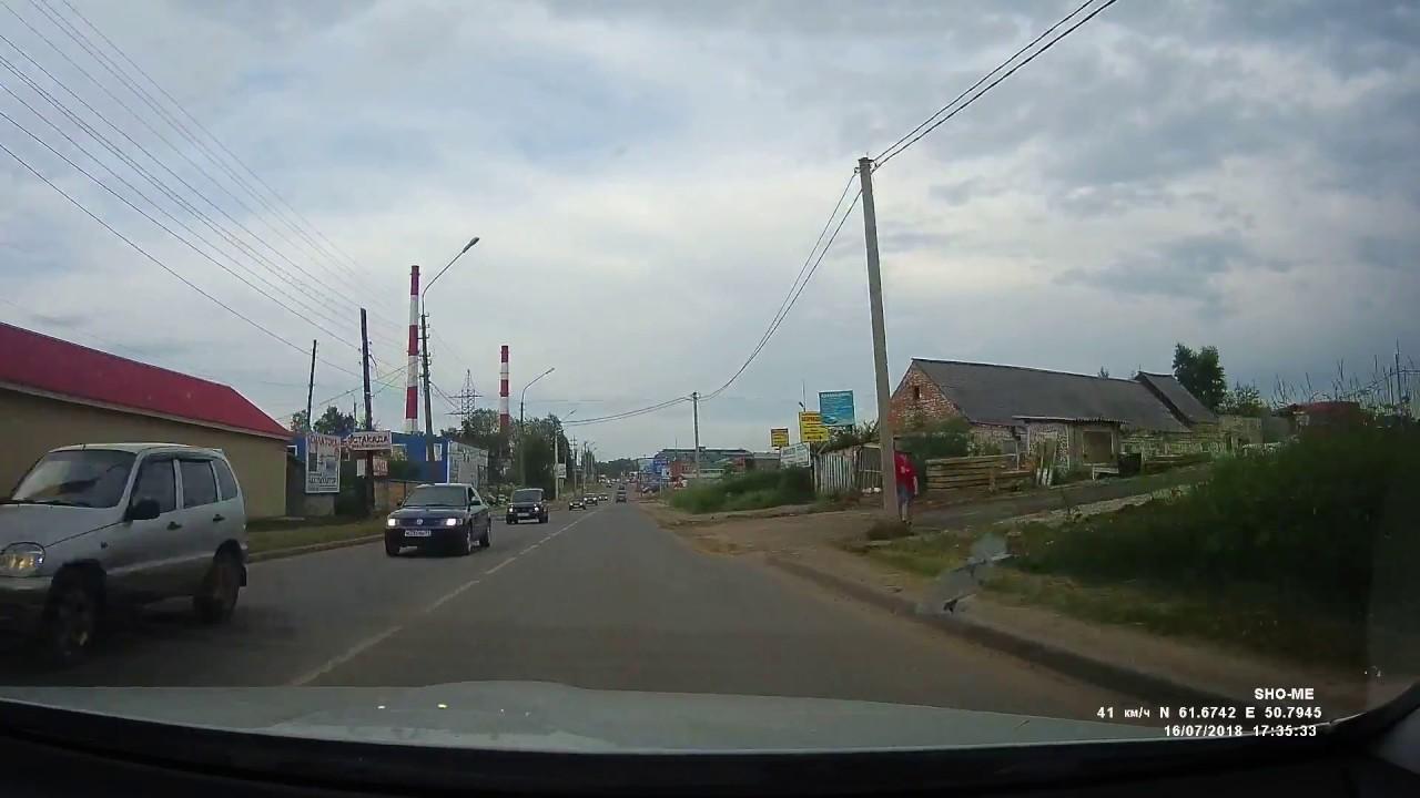 Маленькая девочка выпала на повороте из ВАЗ-2109 в Сыктывкаре
