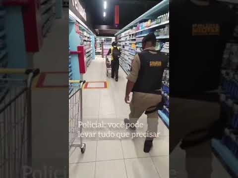 Policial de MG faz compras para um vendedor de picolé e emociona