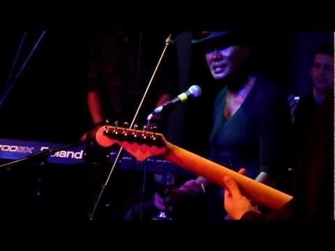Grace Jones - I've Done It Again- Live
