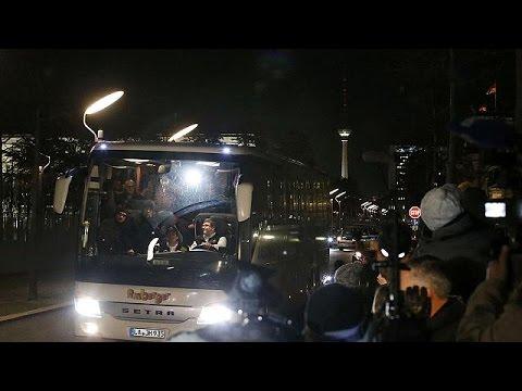 Баварский политик отправил Ангеле Меркель автобус с беженцами