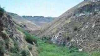 preview picture of video 'The White Waterfall, Golan Heights, With People'