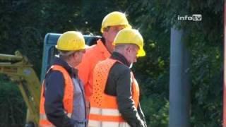 preview picture of video 'Übergangsbrücke in der Tauchaer Straße montiert (16.09.2010)'