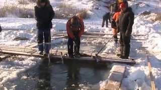 Трактор провалился под лед. Грузовой Эвакуатор Омск