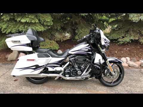 2016 Harley-Davidson CVO™ Street Glide® in Muskego, Wisconsin