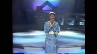 "SOLID GOLD | Dionne Warwick | ""Who's Zoomin' Who"" 