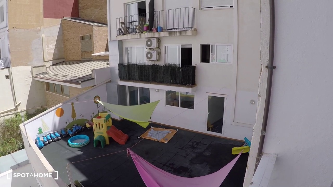 Furnished rooms for rent in 3-bedroom apartment in Ciutat Vella