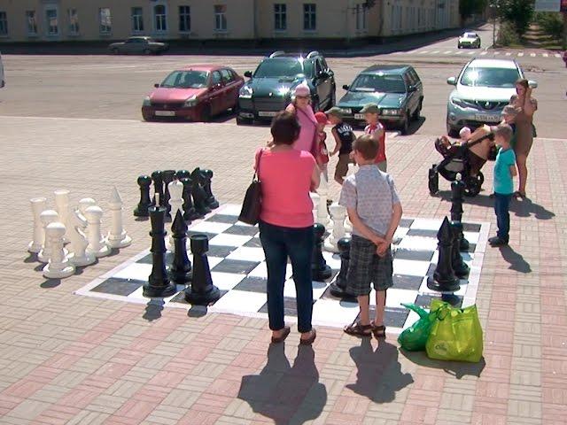 В обнимку с шахматным ферзём