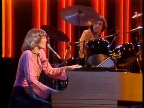 The Midnight Special More 1975 - 04 - Captain & Tennille - Love Will Keep Us Together