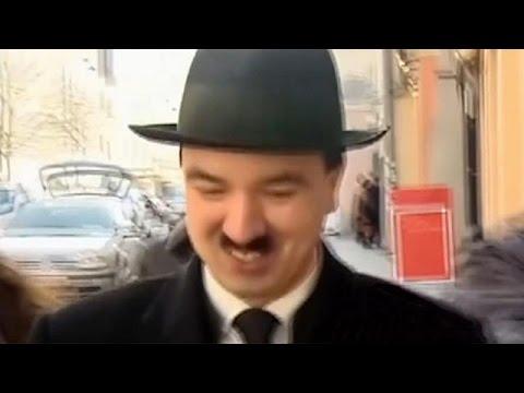 La policía austriaca detiene al doble de Hitler en la ciudad natal del dictador nazi