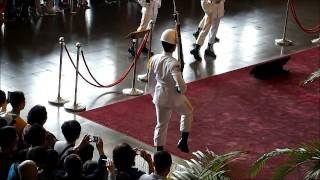 2015-05-02 Guards at Sun Yat-Sen Memorial Hall, Taipei