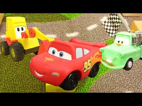 Disney Pixar Cars. Lightning McQueen Race