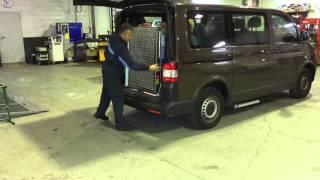 Rampa y escalón lateral en Volkswagen Transporter adaptado por Cabal Automoción