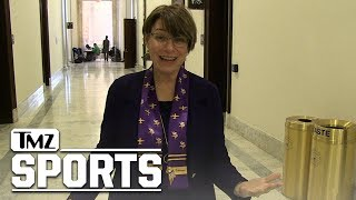 Minnesota Senator Amy Klobuchar Is Hardcore Vikings Fan,