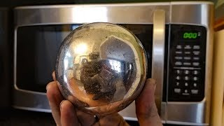 Making a Polished Aluminum Foil Ball in a Microwave. Microwaving aluminium. - Video Youtube