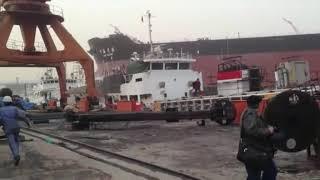 Авария на воде • неуправляемый сухогруз  несёт в порт