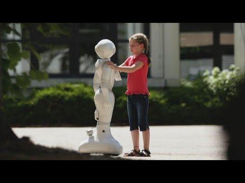 Der traurige Roboter und das mutige Mädchen | LUKE! Die Greatnightshow