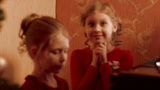 """""""Ослик"""" за кулисами  Алена и Надя играют"""