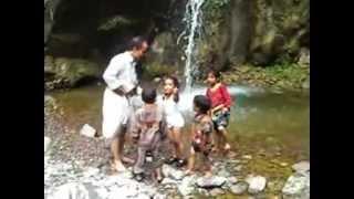 preview picture of video 'شلال قرية كربه في مدينة  آنس محافظة ذمار .mpg'