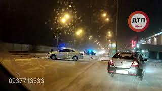 Серьезное ДТП с пострадавшими в Киеве на Здолбуновской  Возле Ашана столкнулись несколько автомобиле