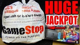 CRAZY HUGE!! DUMPSTER JACKPOT!!! Gamestop Dumpster Dive Night #728