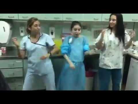 Pasito a pasito rumbo a su recuperación: El baile de Lucila junto a sus enfermeras
