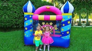 Diana y el Castillo Inflable Nuevo, Papá se Encarga de los Niños