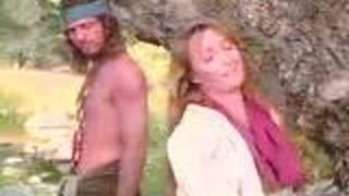 Sully aide Michaëla à s'habiller de Ramones18