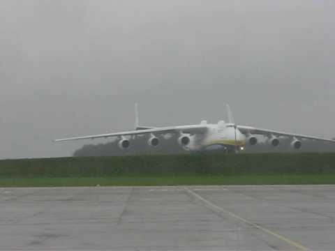 World's Largest Aircraft Breaks World's Airlifting Record