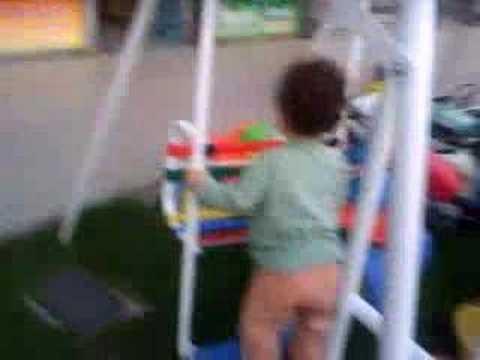 Felipe jugando en una Hamaca doble