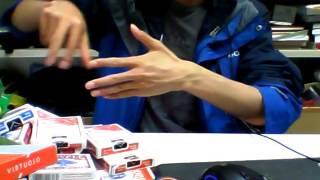 הבחור הזה יודע לעשות טריקים עם האצבעות ברמה מטורפת
