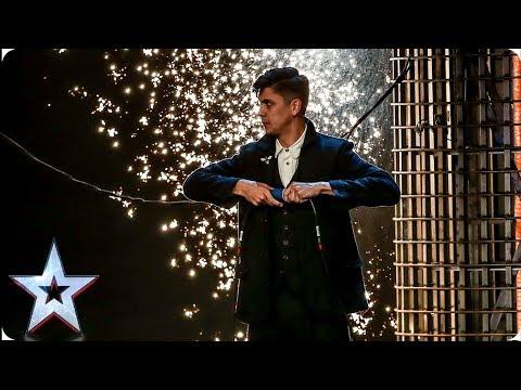 Ben Hart's MIND-BLOWING Victorian magic leaves Judges speechless | Auditions | BGT 2019 (видео)