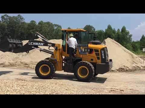Máy xúc lật Lehman gầu 1,1 khối làm việc tại bãi cát