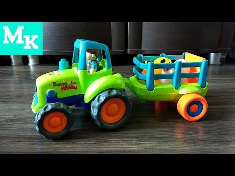 Синий трактор едет на ферму. Играем с трактором в домашней песочнице