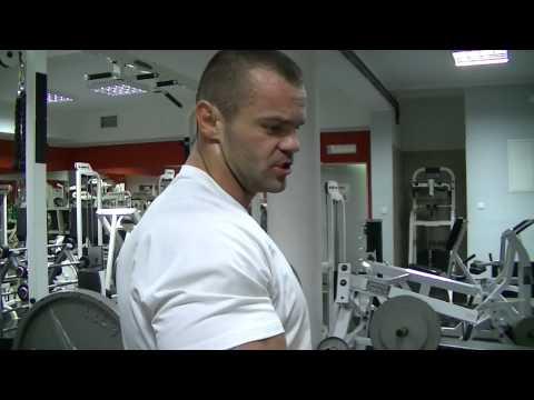 Drganie mięśni lewego ramienia