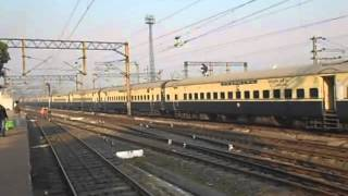 preview picture of video 'HWH WAP-4  HOWRAH RANCHI  SHATABDI EXP DEPARTS FROM ASANSOL JUCTION'
