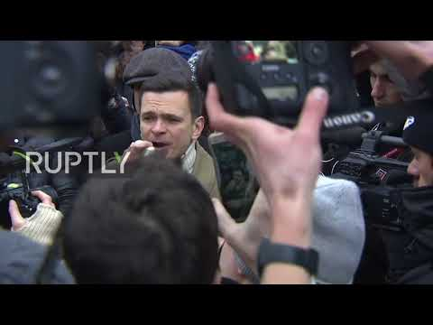Russia: Ilya Yashin leads protesters in rally to support Navalny