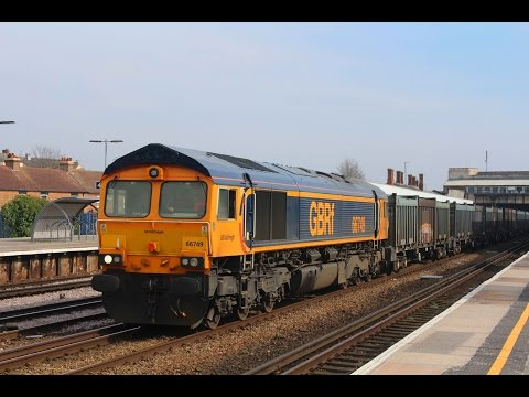 GBRf 66749 passes Tonbridge with 4Y19 Mountfield Sidings to …
