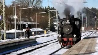 preview picture of video 'Alte Dampflok beim rangieren im Bahnhof Holzkirchen'