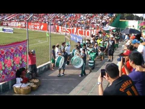 """""""Entrada de la Pesada en el Estadio de Montero"""" Barra: Los de Siempre • Club: Oriente Petrolero • País: Bolívia"""