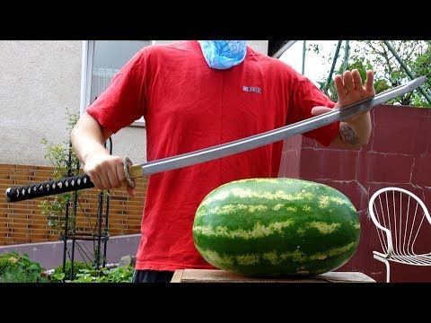 Experiment - SAMURAI SCHWERT vs RIESEN WASSERMELONE (Fruit Ninja in Real Life)