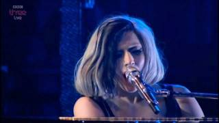 Lady Gaga- Edge Of Glory Acoustic HD(Live on Radio 1's big weekend)