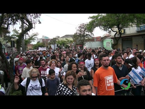 Mesmo com chuva marcha para Jesus em Araucária reúne quase 3.000 pessoas.
