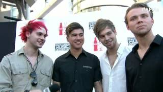 Gambar cover 5 Seconds of Summer Red Carpet Interview - AMAs 2015