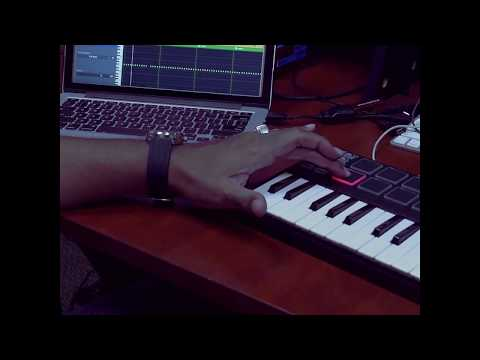 Make a Trap beat using Apple's GarageBand Akai MPK Mini Macbook Pro