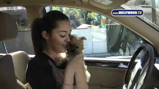 Hollywood TV - Présente son nouveau chien - 10/02/11