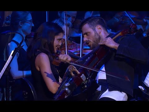 Фото 2CELLOS - You Shook Me All Night Long Live at Sydney Opera House