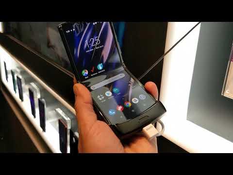 Skládací mobil Razr má 2 obrazovky. Větší displej má velikost 6,2 palce