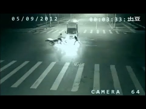 Ghost saves a Rickshaw man from Accident in china