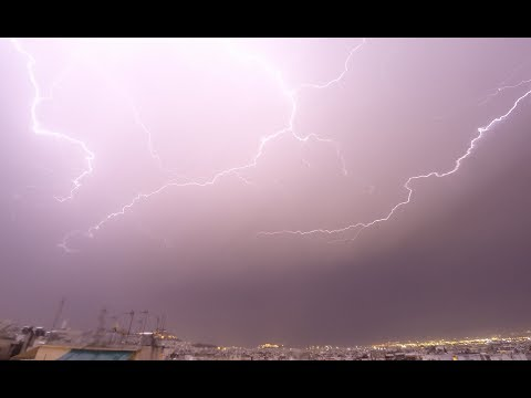 Απίστευτο timelapse: Το πέρασμα της καταιγίδας πάνω από το λεκανοπέδιο της Αττικής